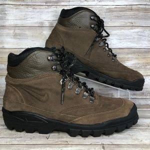 Nike ACG 10M Brown Suede Hiking Trail Ankle Boots.